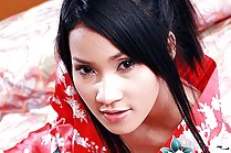 Pretty Memi Paweena stripping red kimono on bed