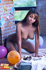 Bb Ran On All Fours Nude Leaning Forward Big Breasts Hanging Down